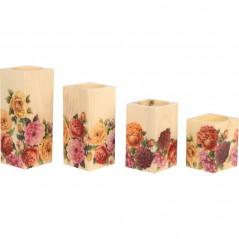 Drewniany zestaw ozdobnych świeczników  w kwiaty